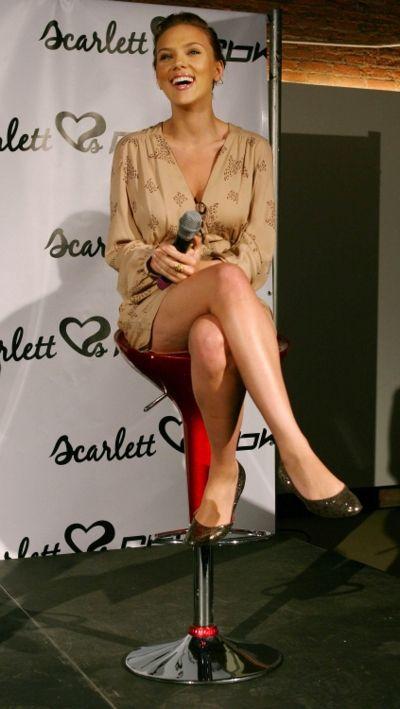 Scarlett Johansson Sexy Legs http://www.scarlettjohansson.org/fashion/scarlett-fashion107.htm