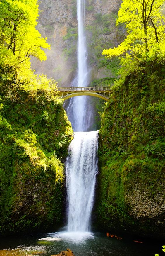 Columbia River Gorge oregon must go here and crater lake