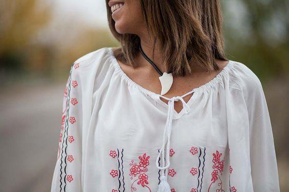 Collar colmillo Belao y blusa boho The Desire Shop