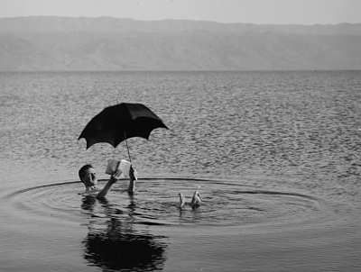 To float in the Dead Sea