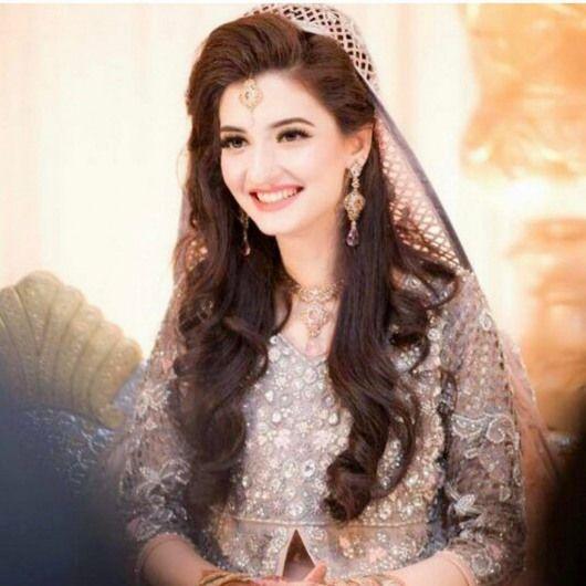 Bridal Inspiration From Real Pakistani Brides To Make Eid Extra Special Shaadiwish Blog Indian Verlobungs Frisuren Make Up Braut Indische Hochzeitsfrisuren