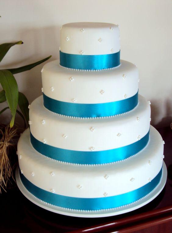 Bolo em biscuit com faixa de cetim http://www.elo7.com.br/casamento/al/5E569 Casamento | Festa | Biscuit | Noivinhos