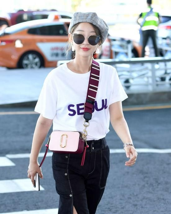 8 Fashion Staples Every Asian Celebrity Owns Marc Jacobs Snapshot Bag Fashion Street Style Bags