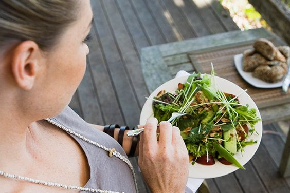 Ladies Who Lunch (Light) Weigh Less - Youbeauty.com