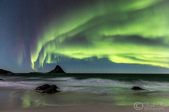 Auroras by the beach by Frank Olsen on 500px