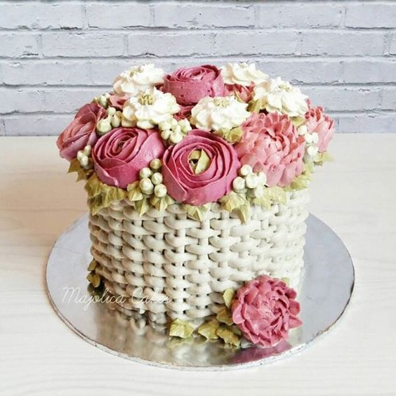 Mrs  Buttercream Cake Decorating : Buttercream cake and Cakes on Pinterest