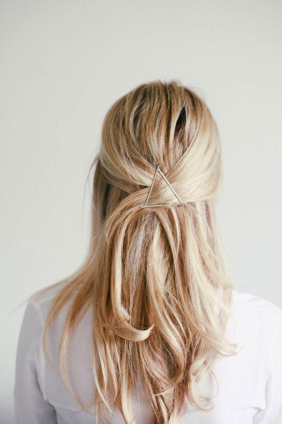 Pinces - jolie coiffure façon demi queue basse.: