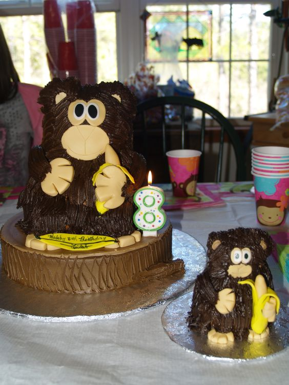 Birthday cake and smash cake made by K &S bakery. It was so yummy!!!