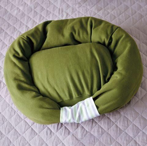 11-como-fazer-uma-cama-para-cachorro-usando-moletom-velho