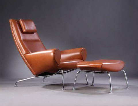 """Hans Wegner est modèle """" Ej101' - la reine chaise - a été conçu comme un contrepoint féminine à son """" ox """" chaise. Conçu en 1960 avec cette émission produite par Erik Jorgensen."""