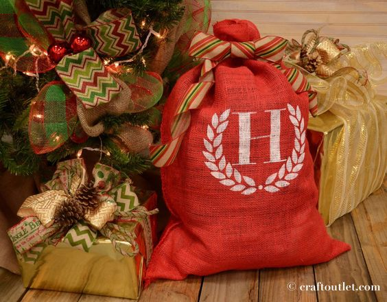 Quick and Custom Stenciled Santa Bag – Craft Outlet / inspiration