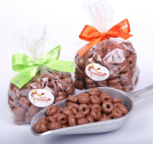 Moma's Snack: Milk Chocolate covered Cheerios ala Chef Jacques Torres. Not a fan of Cherrios? How about Dark Chocolate Corn Flakes? LOL...Cereal never tasted so good :-)