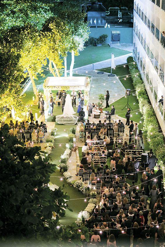 Decoração criada por Patricia Vaks.   O casamento de Gisele e Eron foi publicado no  Euamocasamento.com, e as fotos são de Rodrigo Sack.  #euamocasamento #NoivasRio #Casabemcomvocê