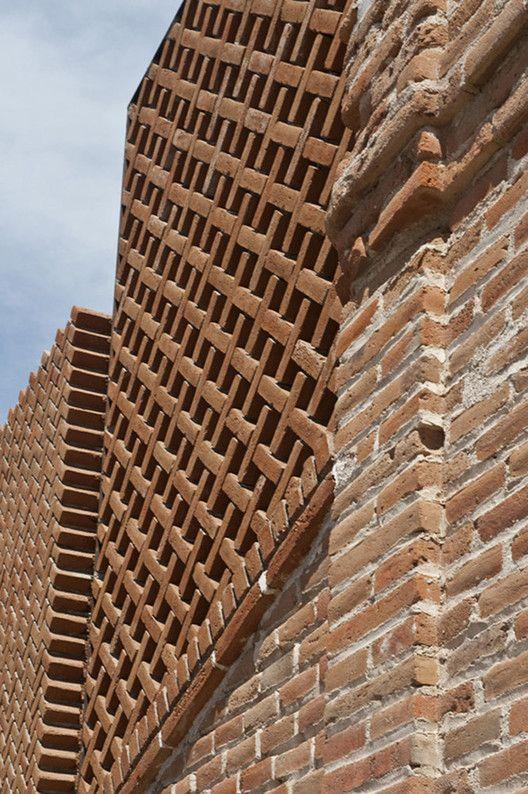 16 Details of Impressive Brickwork,© Willem Schalkwijk