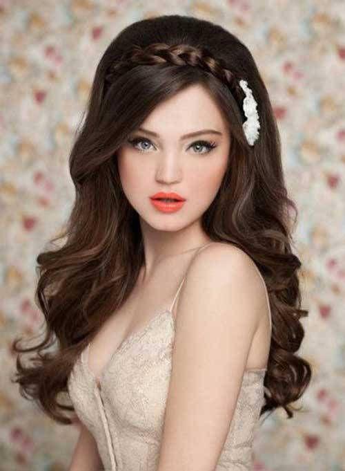 15 Simple Long Hairstyles For Women Who Look Stunning Medium Hair Styles Headband Hairstyles Hairstyles For Gowns Womens Hairstyles