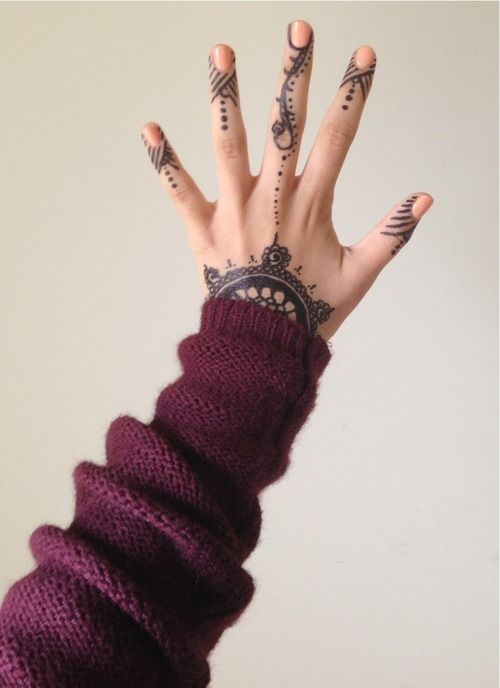 I love finger tattoos like this.