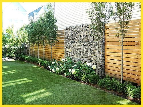 Fence Line Landscaping Rubber Mulch Helps It To Be Maintenance Free Fence Free Helps Landscaping L Sichtschutzzaun Garten Garten Garten Landschaftsbau