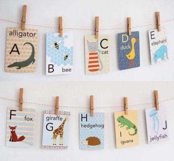 Hey, j'ai trouvé ce super article sur Etsy, chez https://www.etsy.com/fr/listing/179055093/animal-alphabet-card-set-nursery-wall