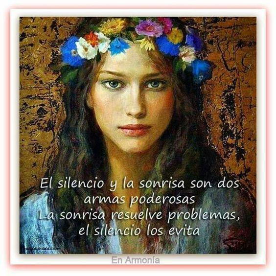 El silencio y la sonrisa son dos armas poderosas. La sonrisa resuelve problemas y el silencio las exita.