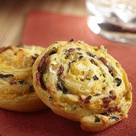 Bacon Cheddar Pinwheels #bacon #appetizer