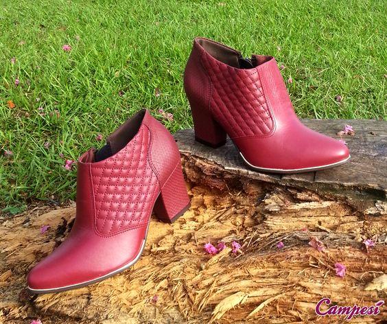 Nesta temporada, saia do pretinho básico e renove seus calçados com muito mais cor!  #conforto