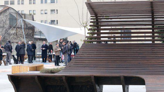 Le sedute della terrazza del padiglione tedesco in una zona riqualificata. In arrivo anche gli arredi del Belgio e del Vietnam, oltre al verde. Sala: