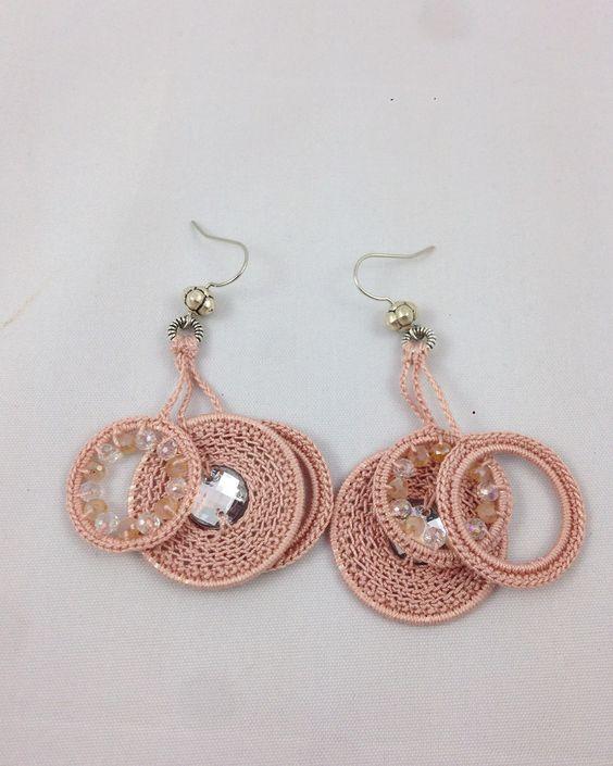 #gioiellitessili #Orecchini all' #uncinetto in puro #cotone con microsfere di cristallo. Color rosa antico. Mod. 64