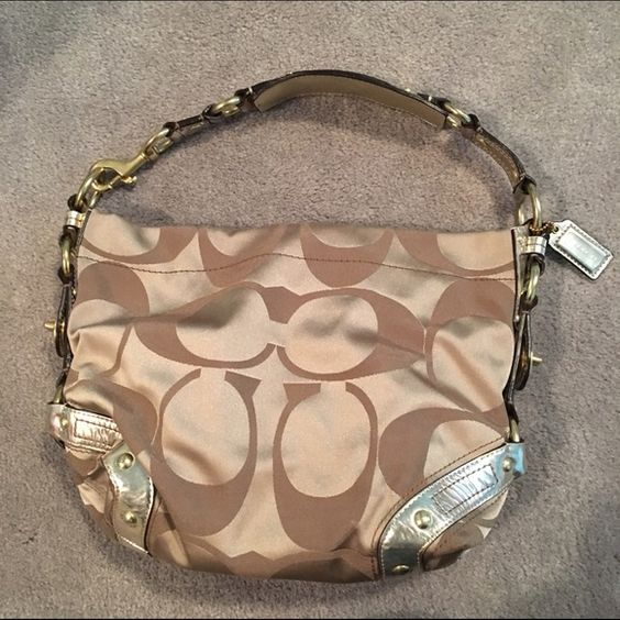 Authentic coach purse! 100% authentic coach handbag! Only used a handful of times, no damage! Just trying to clear out my purse collection :) Coach Bags Shoulder Bags