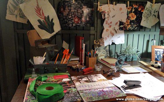 Na escrivaninha do rapaz, tudo são flores! Deve ser por isso que a cooperativa vai de vento em popa