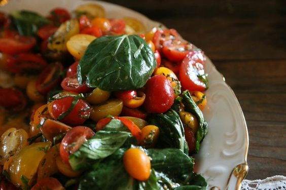 Heirloom Tomato & Fresh Basil Salad A&N Catering in Oxford, MS Photo: Brandall Atkinson Photography