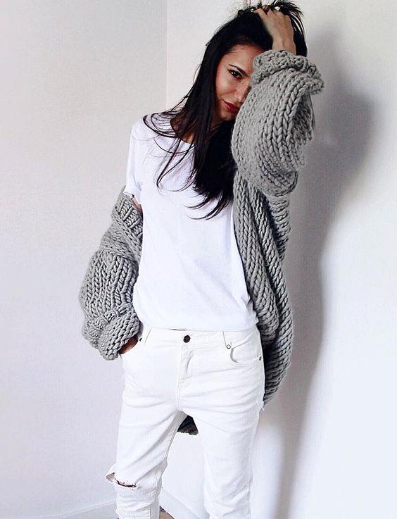 Rien de tel qu'un gilet oversize pour réchauffer le duo jean/tee-shirt ! (instagram Pepamack)