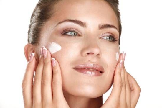 10 من أفضل كريمات الوجه للنساء كريم مرطب ومغذي للبشرة Skin Care Remedies Acne Clear Skin Face Skin Care Secrets
