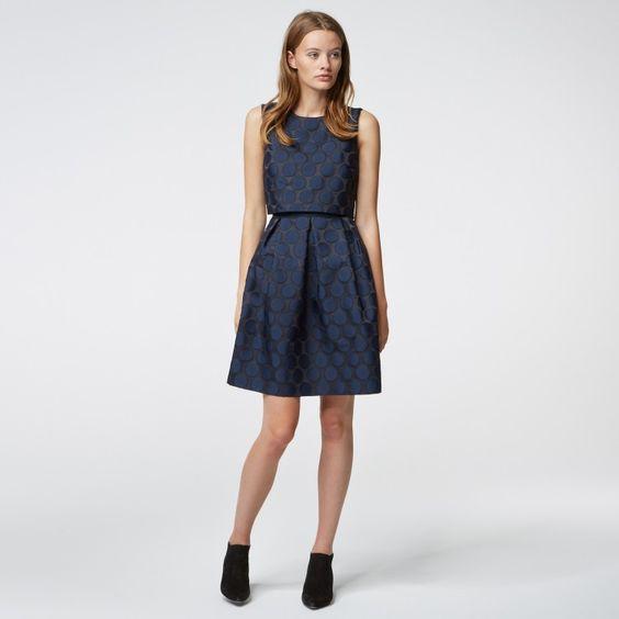 Jacquard-Kleid mit Tupfen #HALLHUBER