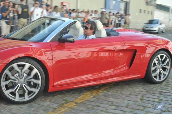 Roberto e seu carro vermelho