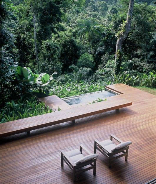 deck.  great seating.  and is that an infinity hot tub?