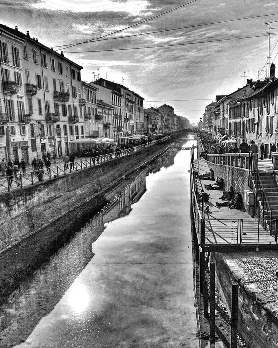 Milano è bellissima   #navigli #milano #italy #instagood #picture #photoftheday #love #like4like #likeall #instamood #nature #bw #milanodavedere #beautiful #instaphoto #photograpy #instadaily by sssssimba