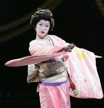 ピンクのお着物の早乙女太一