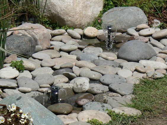 Fuente con piedras de rio para jardines pinterest for Piedras para jardin