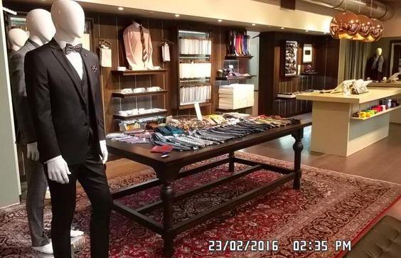 X-Store - Shop in Shop. Der Space ist eine Top-Adresse in der Frankfurter Innenstadt. Hier werden hochwertige Maßanzüge und Maßhemden für Herren angeboten.