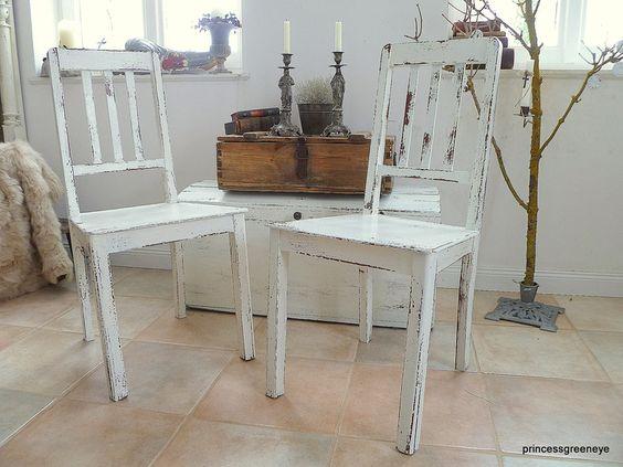 Kinderstühle, um 1900      Hier bieten wir 2erset uralter Küchenstühle im schlichten Stil aus der Zeit um 1900 aus Omas Küche an !    Wir haben den Stuhl im nordisc
