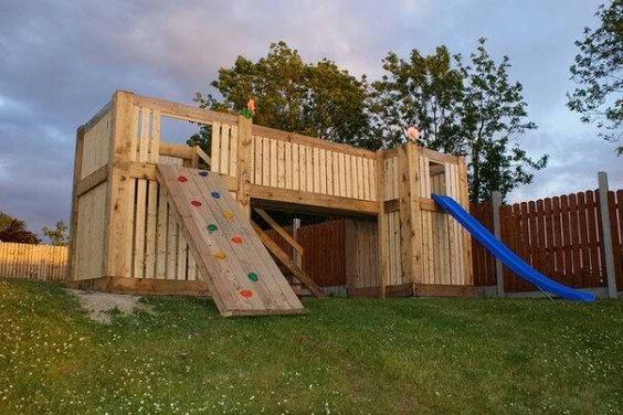 pallets playhouse pallet ideas maison pour enfants palettes et palettes. Black Bedroom Furniture Sets. Home Design Ideas