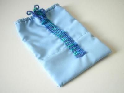 Geschenkbeutel (hellblau / türkis)  Wiederverwendbarer Stoffbeutel mit Häkelband-Zug als Verpackung für Geschenke aller Art.