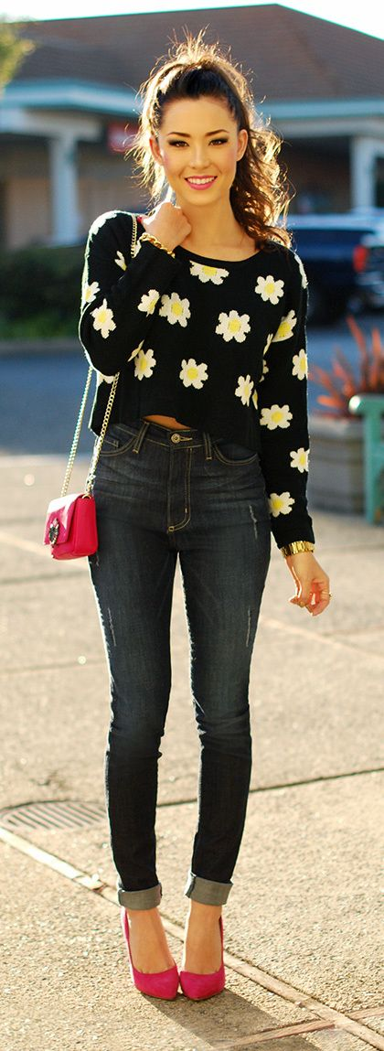 Skinny high waisted jeans| Daisy Crop Sweater| Pink Pumps!! Awesome combination 4 Fall!!