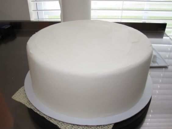 How to Get Perfectly Smooth Buttercream Icing ~ Looks Like Fondant! [Not sure if this works, but it's worth a try]