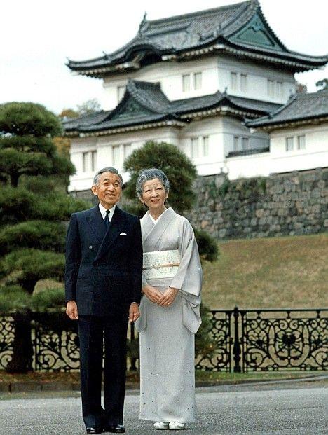 Император Akihto и Мичико извън императорския дворец, Токио, Япония: