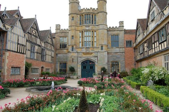 Coughton Court, a Tudor country house in Warwickshire, England. Owned by the Throckmorton family since 1409, the Hall holds a place in English history for its role in the Throckmorton Plot of 1583 to murder Queen Elizabeth I of England.: