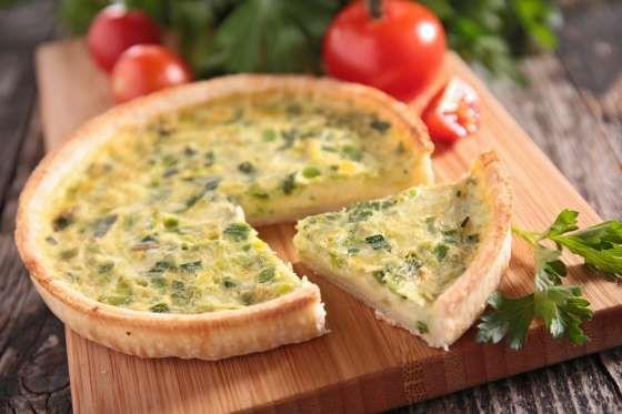 IngredientesMassa 250 g de farinha de trigo 125 g de manteiga 1 ovo 2 colher de sopa de água geladaR... - Fotolia.com