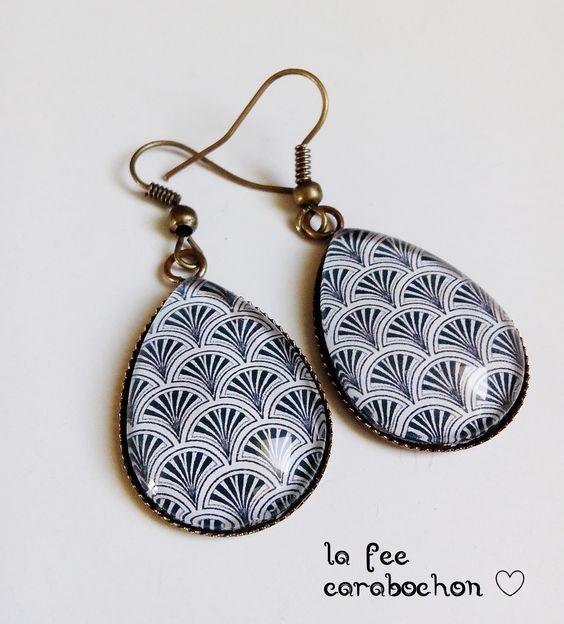 boucles d'oreilles gouttes* vagues japonaises * style retro vintage géométrie noir blanc, cabochon verre : Boucles d'oreille par la-fee-carabochon