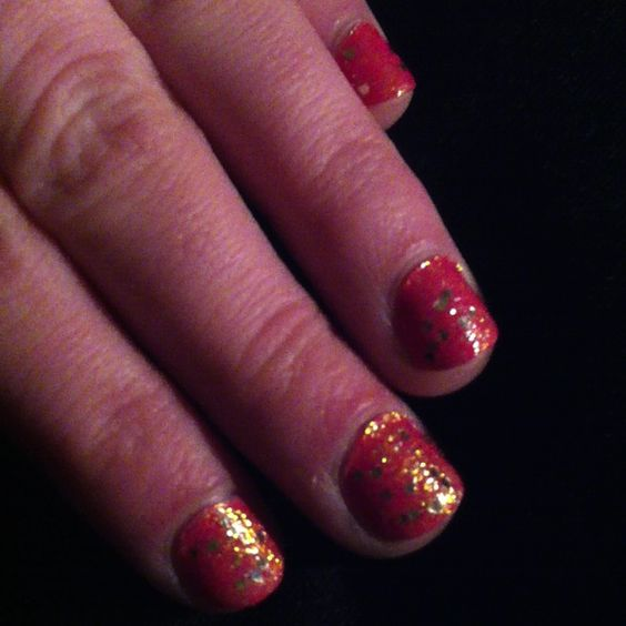 Love sparkly nails