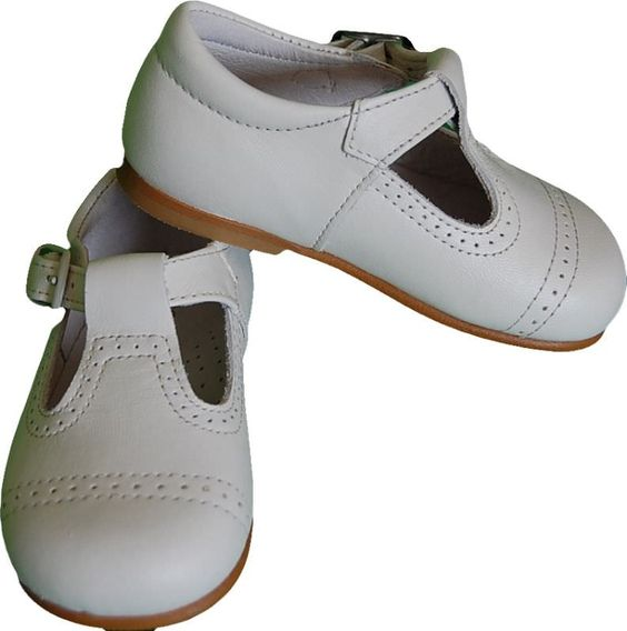 Zapato ingles de niño blanco o crudo. muy elegante